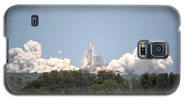 Galaxy S5 Case featuring the photograph Sts-132, Space Shuttle Atlantis Launch by Science Source