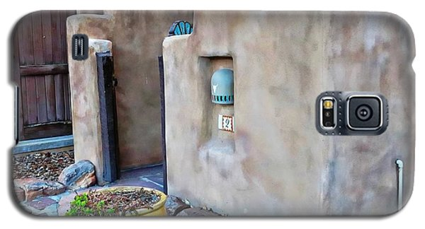 Stucco Condo In Santa Fe Galaxy S5 Case by Carrie OBrien Sibley