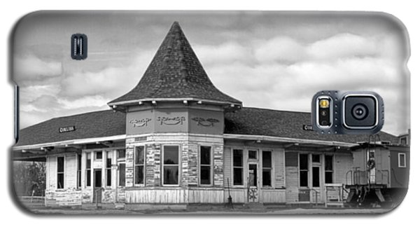 Galaxy S5 Case featuring the photograph Sturtevant Old Hiawatha Depot In Hdr by Ricky L Jones