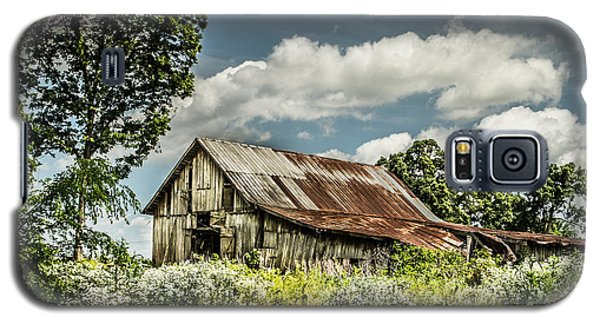 Galaxy S5 Case featuring the photograph Summer Barn by Debbie Green