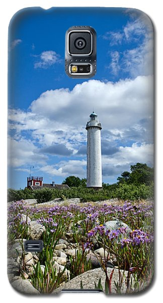 Galaxy S5 Case featuring the photograph Summer Flowers At Lighthouse by Kennerth and Birgitta Kullman