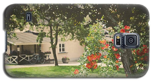 Galaxy S5 Case featuring the photograph Summer In The Park by Ari Salmela
