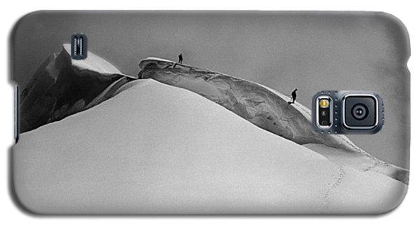 T-702412-bw-summit Of Mt. Robson Galaxy S5 Case