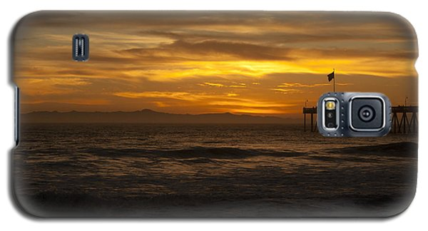 Sun Setting Behind Santa Cruz With Ventura Pier 01-10-2010 Galaxy S5 Case by Ian Donley