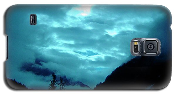 Galaxy S5 Case featuring the photograph Sunday Morning by Jeremy Rhoades