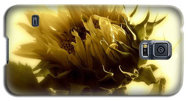 Galaxy S5 Case featuring the photograph Sunflower - Fare Thee Well by Janine Riley