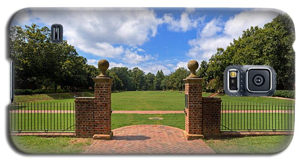 Galaxy S5 Case featuring the photograph Sunken Garden At William And Mary by Jerry Gammon