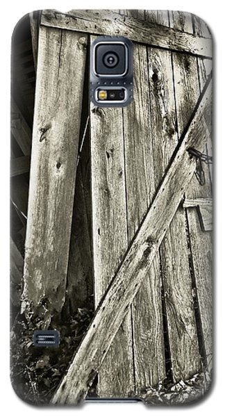 Sunlit Barn Door Galaxy S5 Case by Greg Jackson