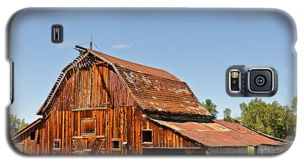 Galaxy S5 Case featuring the photograph Sunlit Barn by Sue Smith