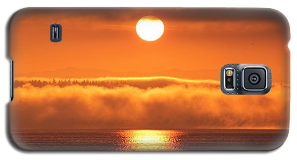 Galaxy S5 Case featuring the photograph Sunrise And Fog by E Faithe Lester