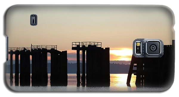 Galaxy S5 Case featuring the photograph Southworth Ferry Pilling At Dawn by E Faithe Lester