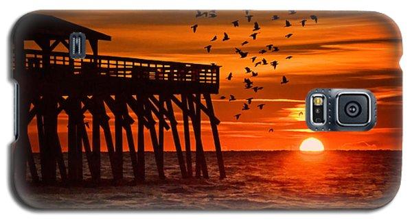 Sunrise In Myrtle Beach With Birds Flying Around The Pier Galaxy S5 Case