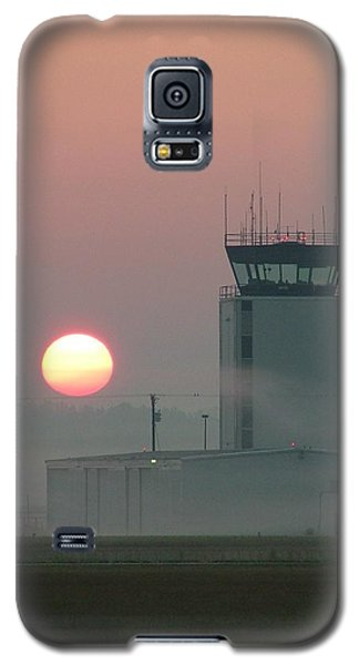 Sunrise In The Fog At East Texas Regional Airport Galaxy S5 Case