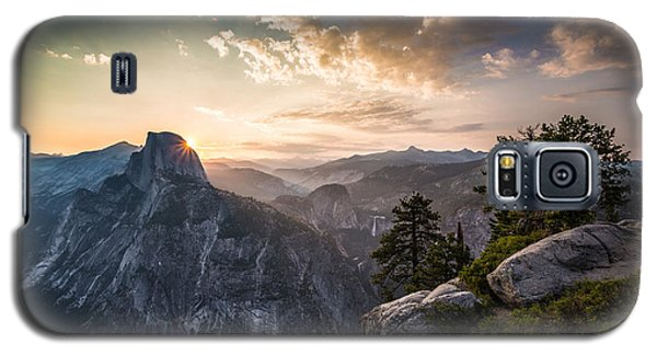 Sunrise Over Half Dome At Glacier Point Galaxy S5 Case by Mike Lee