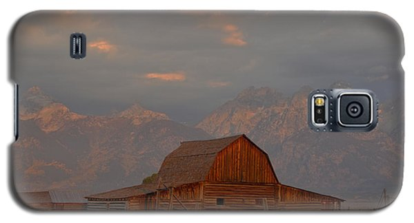 Sunrise Storm Clouds Over The Barn Galaxy S5 Case