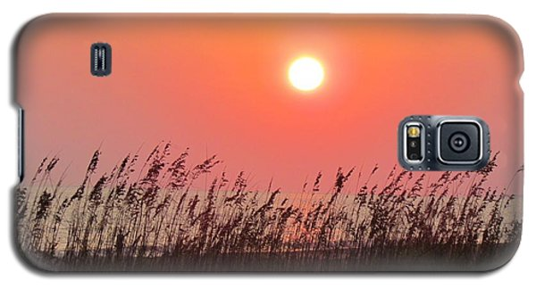 Galaxy S5 Case featuring the photograph Sunset At The Beach by Cynthia Guinn