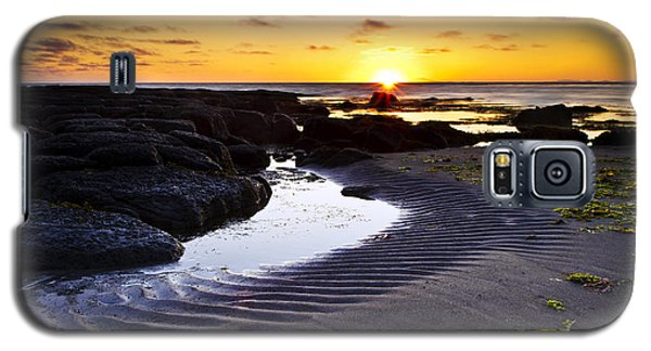 Galaxy S5 Case featuring the photograph Sunset In Iceland by Gunnar Orn Arnason
