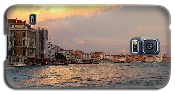 Sunset On The Grand Canal Galaxy S5 Case by Walter Fahmy