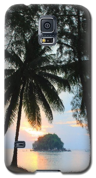 Galaxy S5 Case featuring the photograph Sunset On The Island Of Tioman by Sergey Lukashin