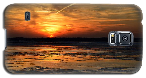 Galaxy S5 Case featuring the photograph Sunset Over A Frozen Chesapeake Bay by Bill Swartwout