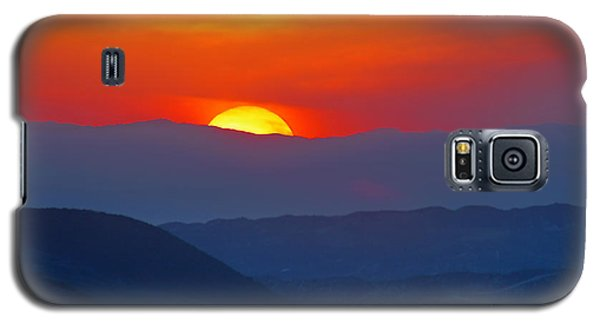 Galaxy S5 Case featuring the photograph Sunset Over California by Martin Konopacki
