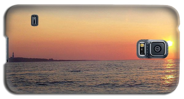 Galaxy S5 Case featuring the photograph Sunset Over Montauk by John Telfer