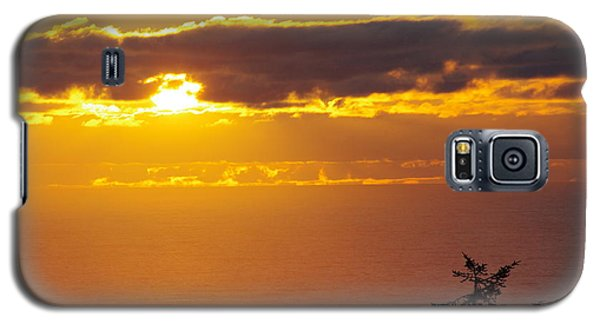 Galaxy S5 Case featuring the photograph Sunset Over The Pacific by Adria Trail
