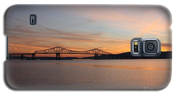 Sunset Over The Tappan Zee Bridge Galaxy S5 Case by John Telfer
