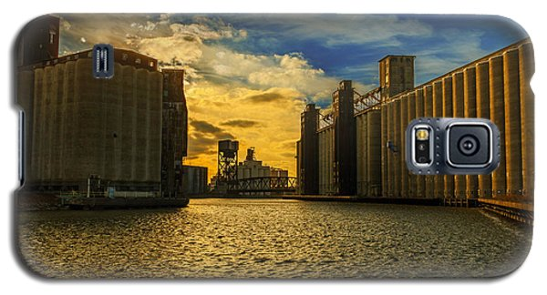 Sunsets On A River Through An Industrial Canyon Galaxy S5 Case