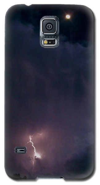 Galaxy S5 Case featuring the photograph Supercell Moon by Ed Sweeney