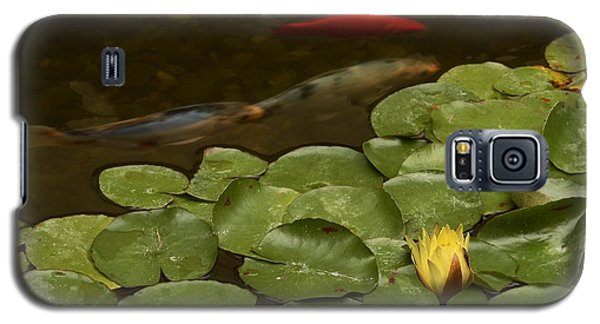 Galaxy S5 Case featuring the photograph Surface Tension by Michael Gordon