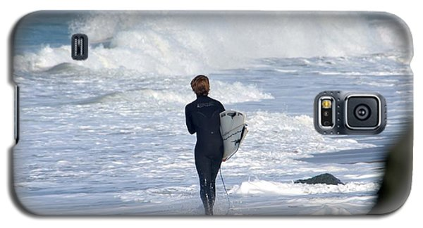 Galaxy S5 Case featuring the photograph Surfer by Alex King
