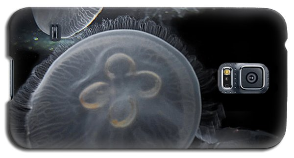 Galaxy S5 Case featuring the photograph Surreal Jelly Fish  by Valerie Garner
