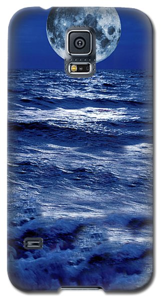 Surreal Moon Rise Over Stormy Waters Galaxy S5 Case
