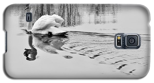 Galaxy S5 Case featuring the photograph Swan Elegance by Simona Ghidini