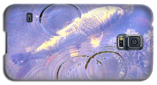 Galaxy S5 Case featuring the photograph Swimming Koi by Wendy Coulson