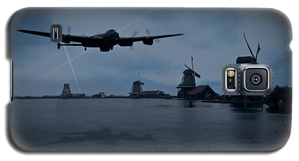 Dambusters Lancaster T For Tommy En Route To The Sorpe Galaxy S5 Case by Gary Eason