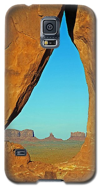 Galaxy S5 Case featuring the photograph Tear Drop Arch Monument Valley by Jeff Brunton