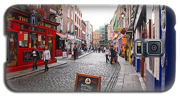 Galaxy S5 Case featuring the photograph Temple Bar by Mary Carol Story
