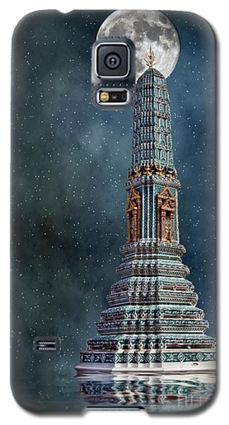 Galaxy S5 Case featuring the photograph Temple Moon by Shirley Mangini