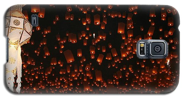 Galaxy S5 Case featuring the photograph Ten Thousand Lantern Launch by Nola Lee Kelsey