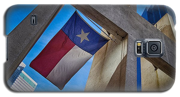 Galaxy S5 Case featuring the photograph Texas State Flag Downtown Dallas by Kathy Churchman