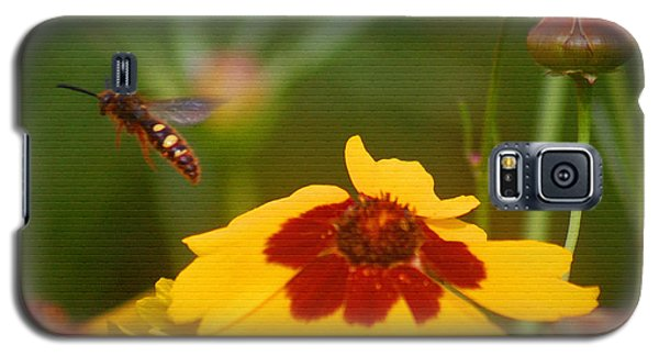 Galaxy S5 Case featuring the photograph Textured Bee by Leticia Latocki
