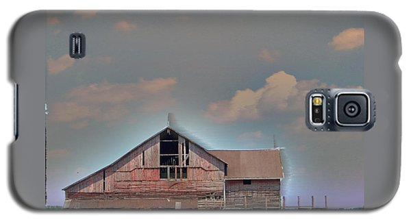 Galaxy S5 Case featuring the photograph Textured - Grey Barn by Gena Weiser
