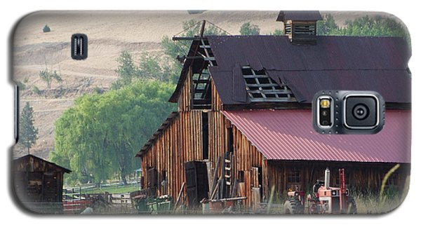 Galaxy S5 Case featuring the photograph The Barn by Ron Roberts