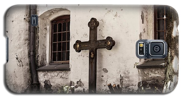 The Church Courtyard Galaxy S5 Case