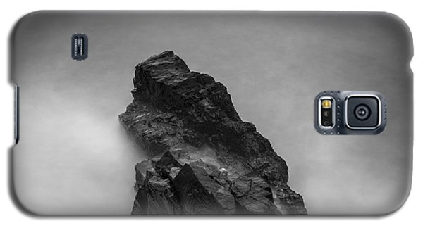Galaxy S5 Case featuring the photograph The Cliff by Gunnar Orn Arnason