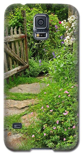 The Cottage Garden Walkway Galaxy S5 Case