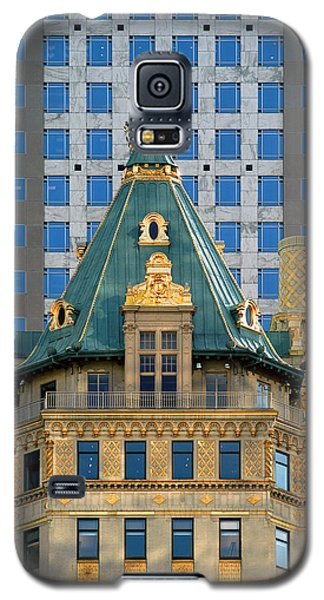 Galaxy S5 Case featuring the photograph The Crown Building by Yue Wang