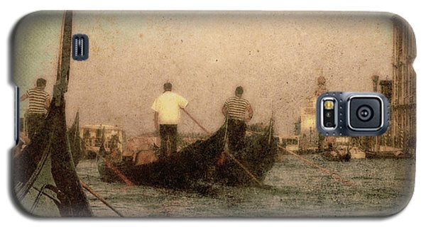 Galaxy S5 Case featuring the photograph The Gondoliers by Micki Findlay